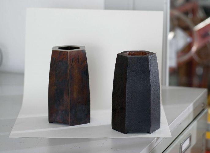 Tombakvase und Eisenvase